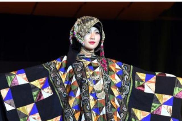 贵州民族传统服饰展亮相巴黎