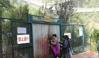 出口禁止进入,不少游客视而不见。