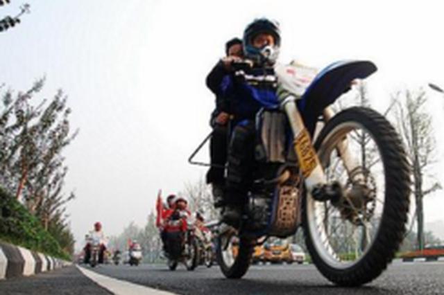 关岭把考场搬进贫困村 54名村民拿到摩托车驾驶证