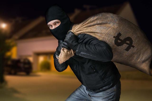 经开区:一男子推着摩托车去销赃 路上被民警识破抓获