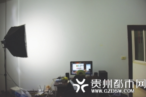 王洁每晚守在直播间,即使生病也不敢停播。