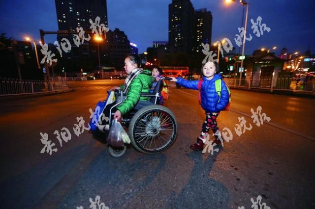 平凡家庭里的小幸福:轮椅妈妈和她的女儿