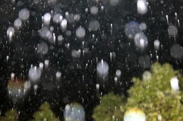 贵州:雷雨冰雹大风又要来了 出行请携带雨具
