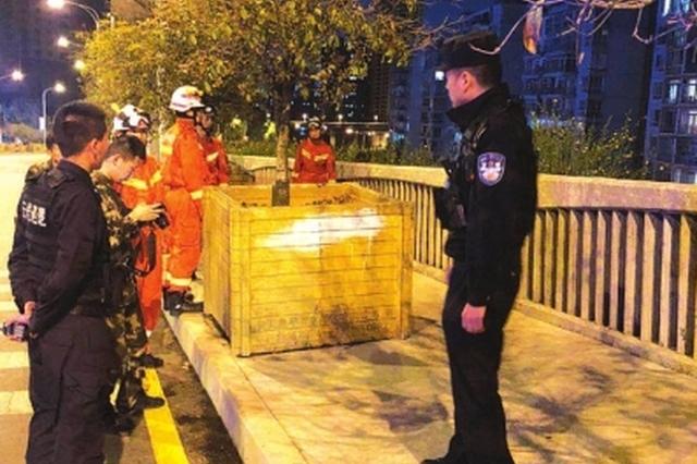 """贵阳:帅警察""""撩妹""""劝下轻生少女"""
