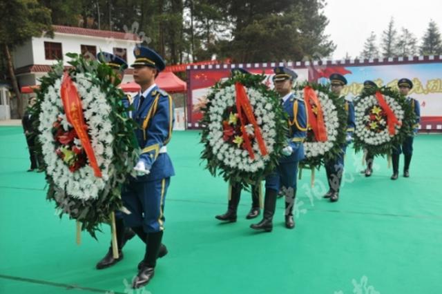 两百军民 烈士陵园祭奠先烈