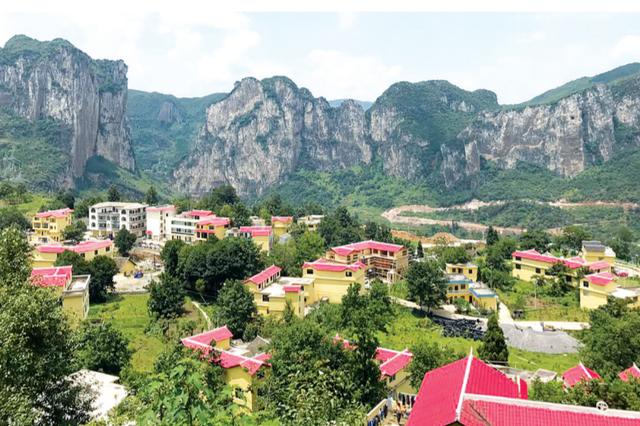 """中国首个""""旅游地学文化村""""在六盘水钟山区挂牌"""