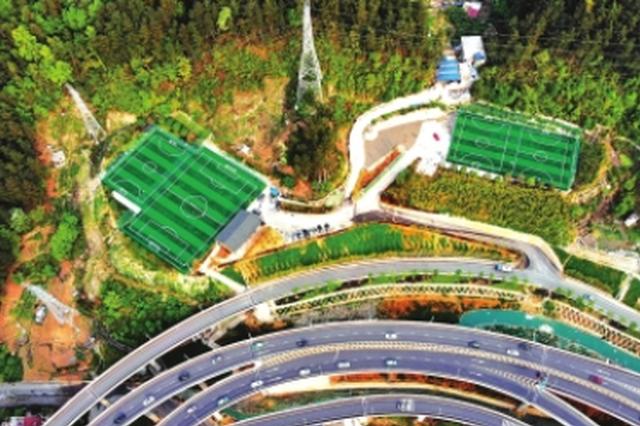 俯拍的黔灵山体育公园足球场