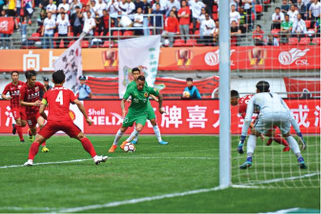 点球没罚进3分变1分 贵州恒丰1:1平上海上港