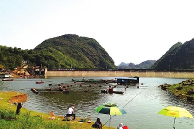 近千垂钓者 每天钓走万斤鱼