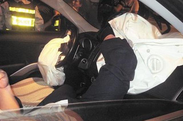醉驾找不到路 车停路中睡觉