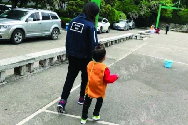 幼儿园开展防拐骗演练 记者扮人贩拐走三孩子