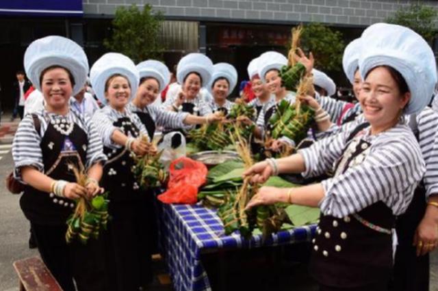 贞丰县举行2018年端午节暨第四届李子节