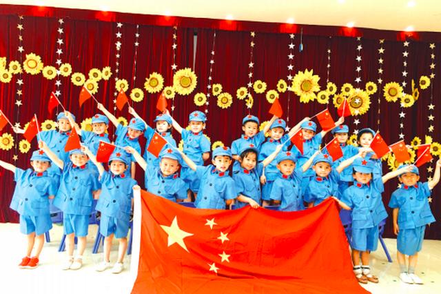 贵阳第五幼儿园:看红色影片 学红色儿歌