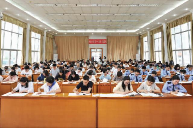 贵阳市在职党员干部理论学习考试举行