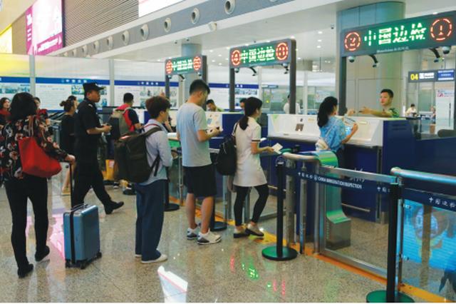 """贵阳边防检查站:""""蓝色提示线""""确保旅客快速通关"""