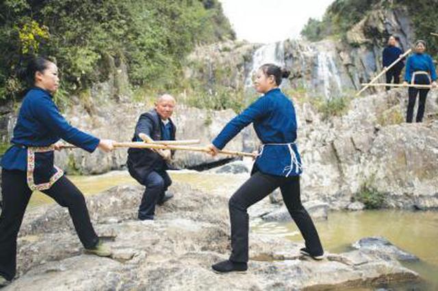 贵州天柱五福村400多年花架代代传 男能打拳女能舞棍