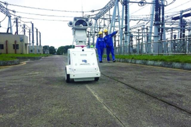 贵阳供电部门引进三台智能机器人 进行变电站巡检