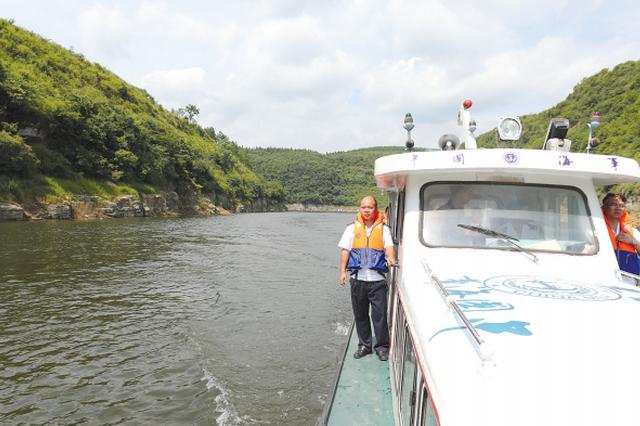息烽整治水域浮动设施 乌江库区清除钓鱼棚