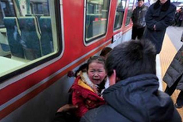 3岁女孩乘车20公里找爸妈 家长以为孩子失踪报警