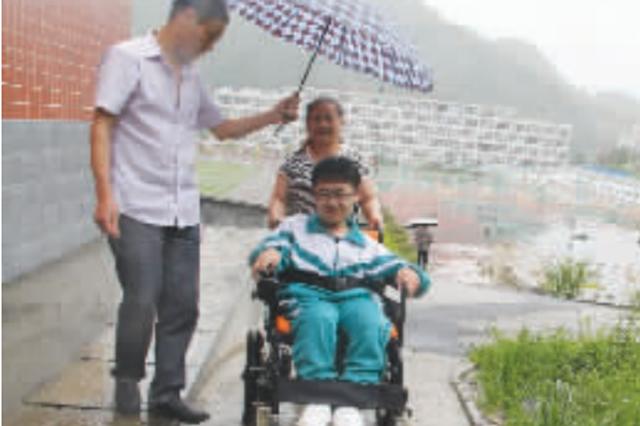 """""""轮椅考生"""" 以高分考取电子科技大学"""