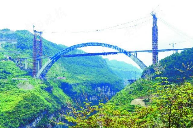 贵州:鸭池河特大桥混凝土桥面主梁顺利合龙