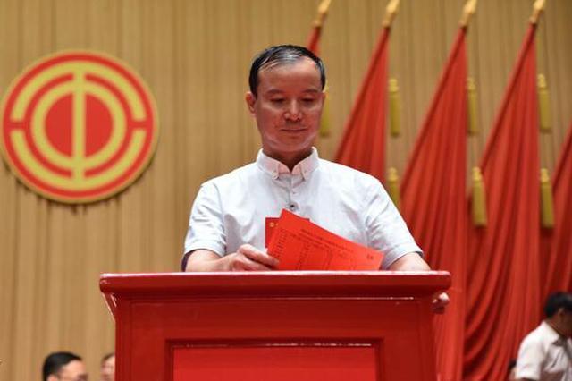 一线职工周家荣当选贵州省总工会副主席