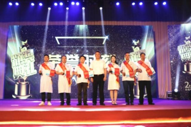 """首个""""中国医师节"""" 贵州省对他们进行了表彰"""