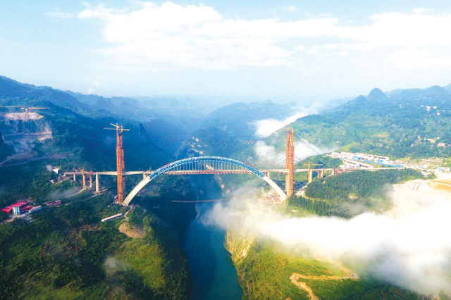 成贵高铁鸭池河特大桥贯通
