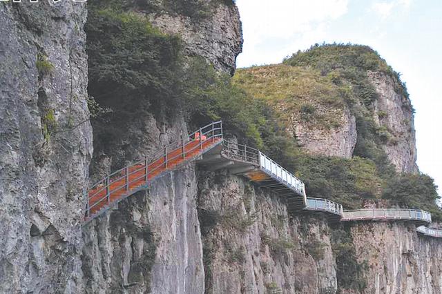 印江大圣墩景区880米玻璃栈道主体完工