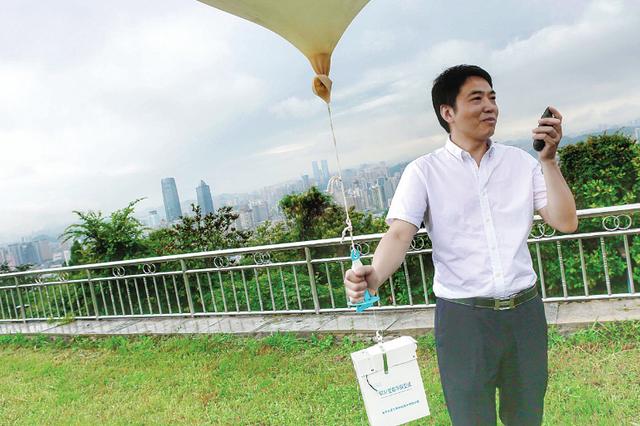 贵州:仰望星空33年 他用气球听诊蓝天