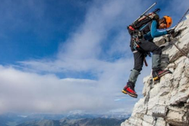 攀岩盛宴 中国攀岩联赛在紫云格凸河开幕