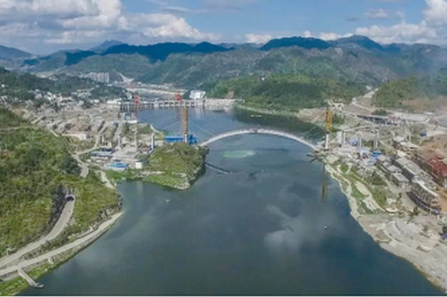 主跨240米的沙坨特大桥主拱圈合龙 贵州桥梁又创纪录