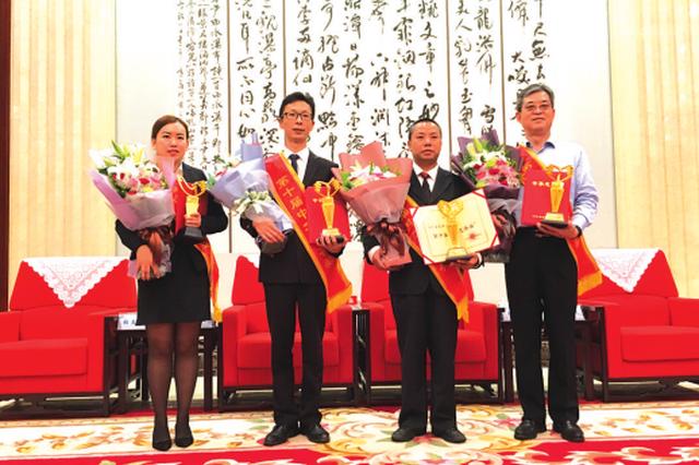 """贵州省2名个人3家企业1个项目获""""中华慈善奖"""""""