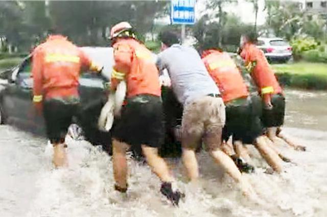 因台风广东累计转移245万多人 贵州消防官兵参与应急救援