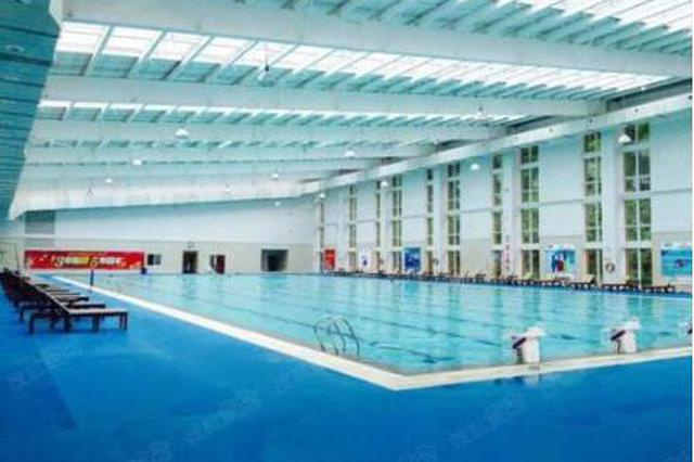 老人家,这里游泳打球免费!