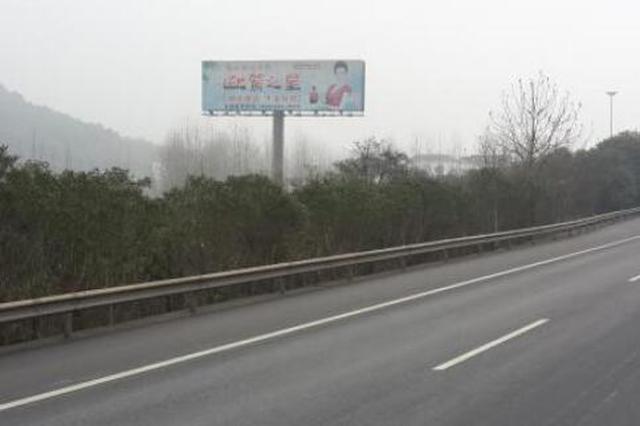 沪昆高速福泉往贵阳方向——塌方清理完毕 道路半幅通行