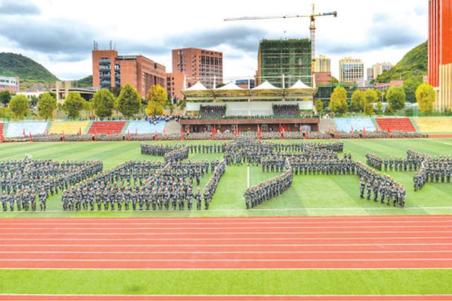 贵州建院举行新生军训总结大会 汇报军训成果