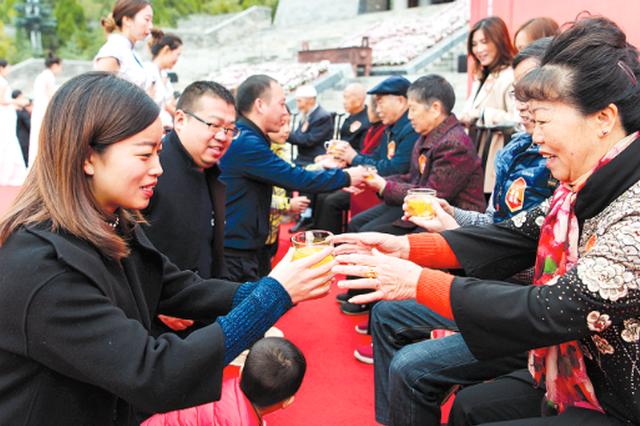 18对三世同堂家庭、500多位老人孔学堂欢度重阳节