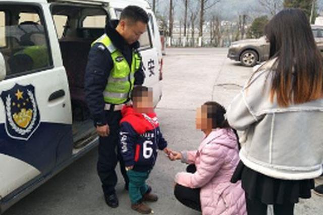 罗甸巡特警救助两名走失小孩