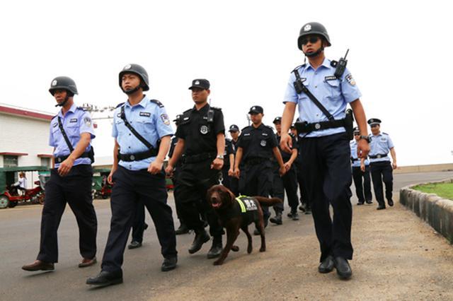 羅甸巡特警精密部署抓獲網逃人員