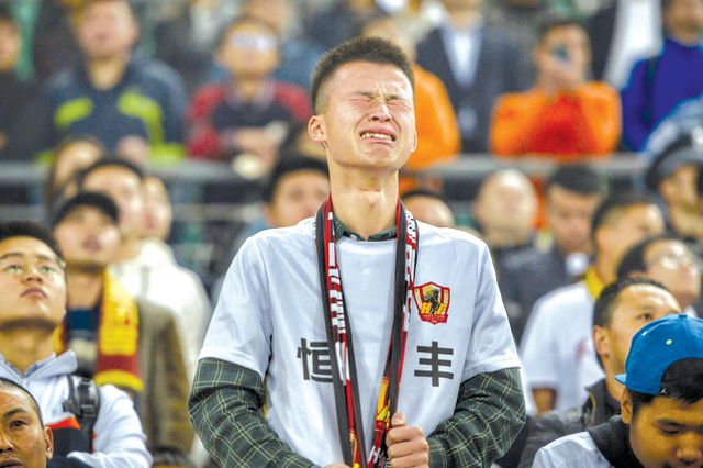 主场2球不敌广州富力,贵州恒丰昨晚提前两轮降级