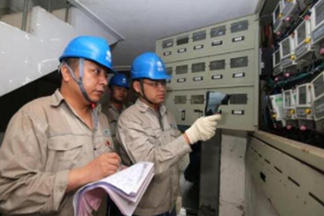 贵阳:千名供电工人走街串巷开展安全用电大检查
