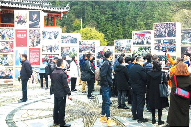 第11届中国原生态国际摄影大展开幕:到朗德苗寨 看大师作品