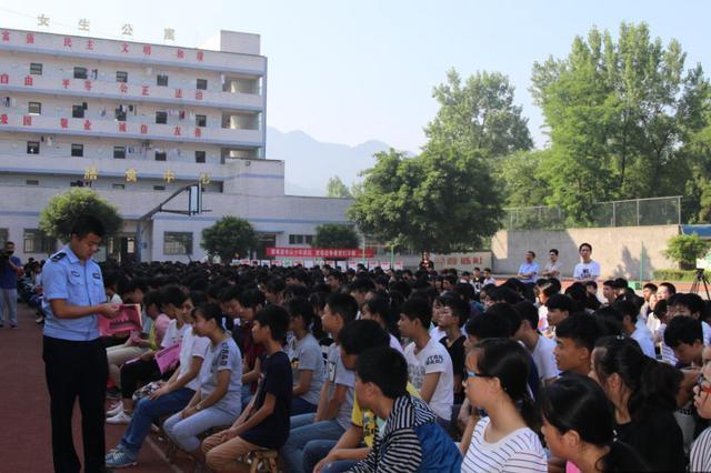 赫章县法制讲座进学校