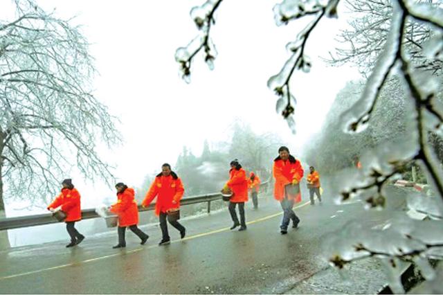 路面撒盐近千吨 全省高速国省干线基本恢复通行