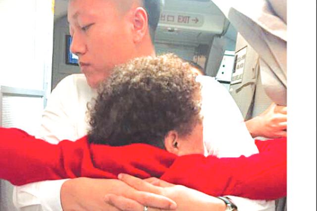 八旬老太曼谷机场摔骨折 返筑途中得到众多好心人相助