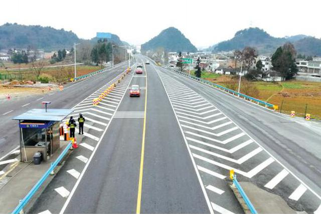 历时6个多月总投资1.71亿 贵毕路改成绿色示范路