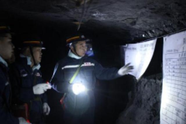 六盘水市安全生产执法监察局 开展煤矿安全检查
