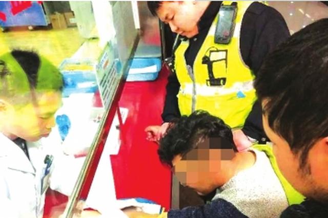 乌当:堵派出所,冲撞警车 这个醉酒司机太胆大