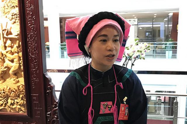 【2019贵州省两会特写】身穿民族服饰美美的 委员建议走心的